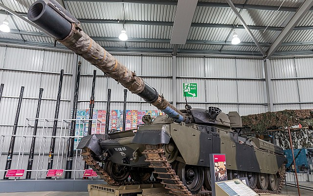 Chieftain with L11 rifled gun